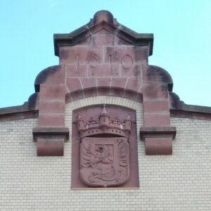 Städtisches Wappen von Gießen am Portal des Schlachthofes